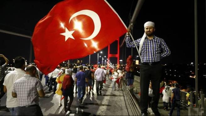 2016-07-21T205351Z_1991903977_LR1EC7L1M1GQY_RTRMADP_3_TURKEY-SECURITY